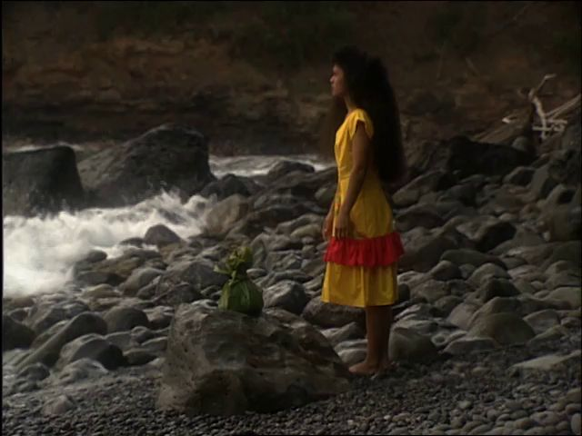 Sheldeen Haleamau gathers ʻiliʻili at Kūpaianaha 6/29/93
