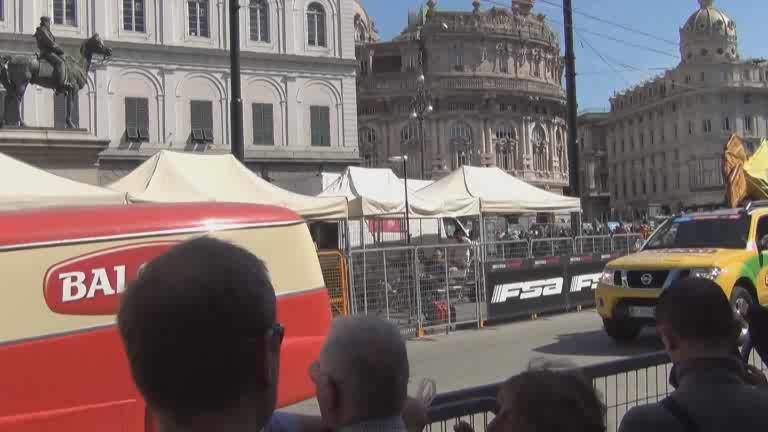 Giro d'Italia: il passaggio della Carovana Rosa