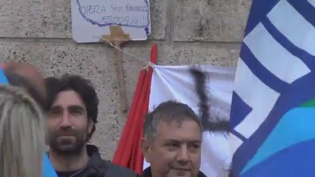 La protesta dei lavoratori della Fondazione Opera San Camillo