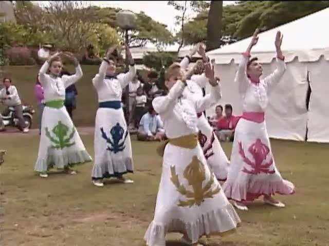 Hālau Kealiʻikaʻapunihonoua Keʻena Aʻo Hula and Hālau Nā Mamo o Puʻuanahulu; Sky Gate Park 1/16/93
