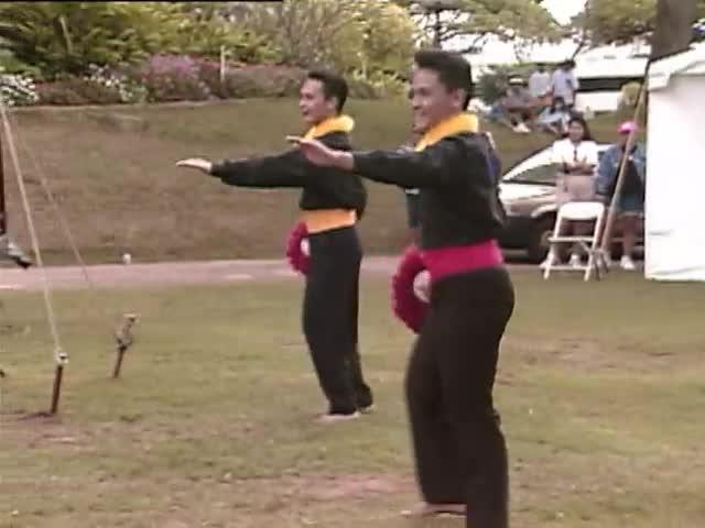 Hālau Nā Mamo o Puʻuanahulu and Henry Kapono perform separately; Sky Gate Park 1/16/93