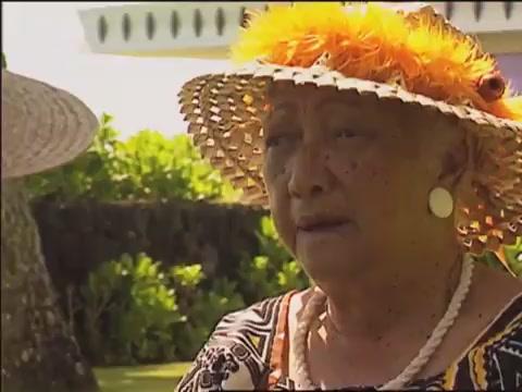 Lauhala weaving with Aunty Esther Kakalia Westmoreland