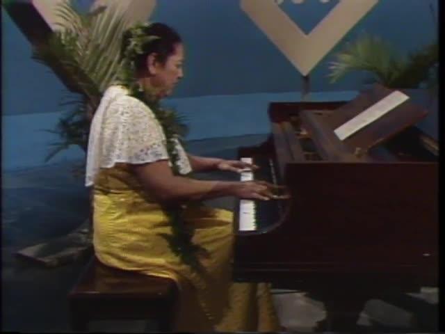Pau Hana Years : Pianist Momi Jones