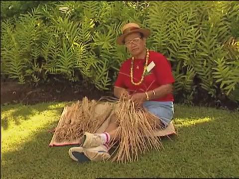 Lauhala weaving with Elizabeth Lee two