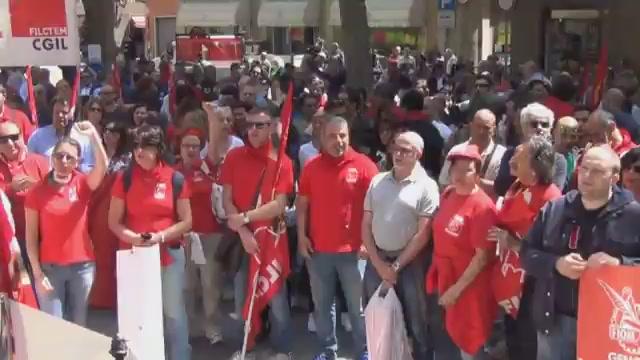 """La Cgil in piazza a Genova: """"Le aziende chiudono, a Genova serve una scossa"""""""